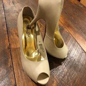 Light creamy tan open toed 4 inch heels Bizz Girl